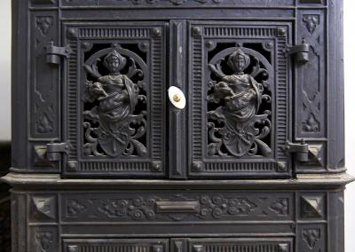 Tür eines Eisenofens